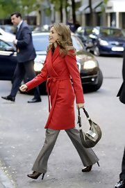 Princess Letizia topped off her outfit with a black leather hobo bag.