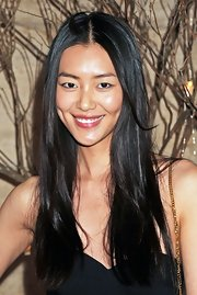 Liu Wen sported a hippie-chic center-parted hairstyle at the Golden Heart Awards.