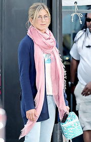 Jennifer Aniston's pink scarf and blue cardigan were a lovely color pairing!
