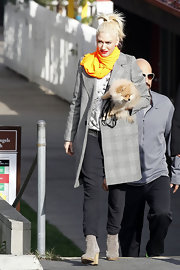 Gwen Stefani's neon orange scarf totally brightened up her neutral outfit.