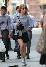 Suki Waterhouse held on to her round velvet shoulder bag as she made a dash for her hotel.
