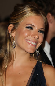 Sienna Miller amped up the edge with a super-smoky eye at the Met Gala.
