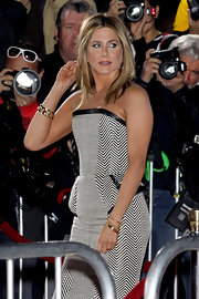 Jennifer Aniston attended the premiere of 'Wanderlust' wearing a chic gold chain bracelet by Tom Ford.