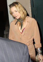 Kate Hudson styled her outfit with a military-green scarf when she attended the 2010 Golden Globe Awards pre-party.