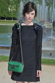 Astrid Berges Frisbey paired her dress with a green crocodile chain-strap bag by Chanel.