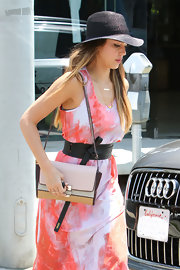 Jessica Alba accentuated her tiny waist with a black Kenzo obi belt.