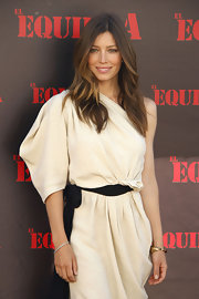 Jessica Biel complemented her modern dress with a lovely diamond tennis bracelet during the 'A-Team' Madrid photocall.