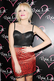Pixie Lott's alternating green and tan nail polish added a fun touch.