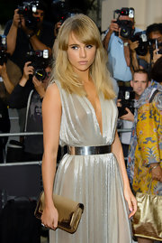Suki Waterhouse went for all-out shine with this studded gold clutch and silver dress combo at the GQ Men of the Year Awards.