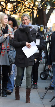 Jennifer Aniston was spotted on the set of 'Wanderlust' wearing army-green skinny jeans and a cardigan.