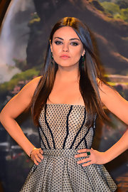 Mila Kunis flaunted a gorgeous Gemfields Zambian emerald ring by Alexandra Mor at the premiere of 'Oz the Great and Powerful.'