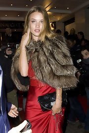 Rosie Huntington-Whiteley amped up the classiness with a black chain-strap bag teamed with a fur cape at the Elle Style Awards.