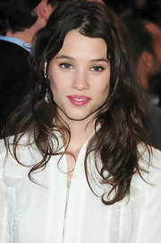 Astrid Berges Frisbey rocked a disheveled hairstyle at the 'Pirates of the Caribbean: On Stranger Tides' premiere.