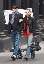 Jessica Biel was grunge-chic in a pair of ripped, faded jeans.