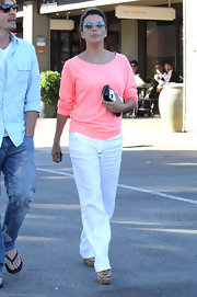 Eva Longoria teamed her top with while linen slacks by Gerard Darel.