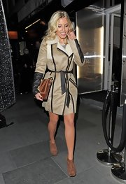 For her bag, Mollie King chose a Mango leather clutch in two shades of brown.