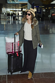Rachel Bilson landed in Nice lugging a black Tumi rollerboard.
