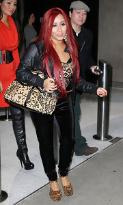 Nicole Polizzi added an extra layer of print with a nude and black patterned shoulder bag.