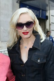Gwen Stefani looked lovely with her shoulder-length platinum blond waves while out and about in London.