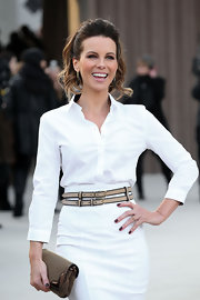 Kate Beckinsale's dark nails popped against her white Burberry Prorsum outfit.