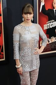 Jessica Biel teamed some white square bangles with heavily embellished separates for the premiere of 'Hitchcock.'