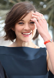 Marion Cotillard attended the 'Blood Ties' photocall wearing a red La D de Dior watch that contrasted nicely with her blue outfit.