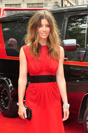 Jessica Biel attended the UK premiere of 'The A-Team' carrying a classic black frame clutch, which softened her otherwise edgy look a bit.