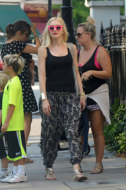 Gwen Stefani completed her strolling attire with a pair of silver thong sandals.
