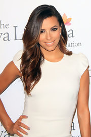 Eva Longoria kept it low-key with gray nail polish and a plain white dress at the pre-ALMA Awards dinner.