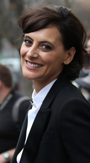 Ines de la Fressange sported an adorable wavy 'do at the Chanel Spring 2012 show.