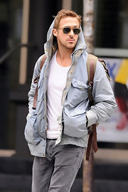 Ryan Gosling looked effortlessly handsome while clad in a simple utilitarian jacket.