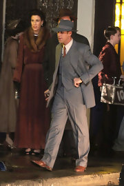 Ryan Gosling topped his vintage outfit with a wide-brimmed fedora with a satin band as he was photographed on the set of 'Gangster Squad.'