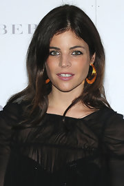 Julia Restoin-Roitfeld brightened up her look with a pair of massive costume hoops.