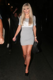 Mollie King paired her dress with a pleated black leather clutch.