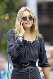 Jessica Hart accentuated her tiny waist with a stylish black leather belt with twisted detailing.