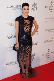 Eva Longoria chose a simple black satin clutch to pair with her fabulous dress.