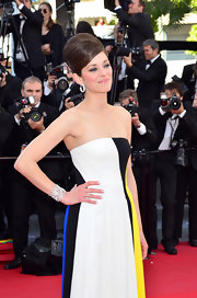 Marion Cotillard worked the 'Blood Ties' red carpet wearing a beautiful diamond filigree cuff by Chopard.