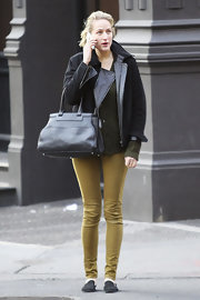 Leelee Sobieski topped off her attire with a stylish black leather tote.