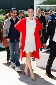 Marion Cotillard brightened up her look with a tomato red cape coat at 'The Immigrant' photo call during the 66th Annual Cannes Film Festival.