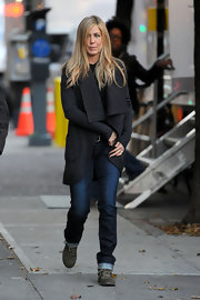 Jennifer Aniston headed to the set of 'Wanderlust' wearing classic jeans and a shawl-collar cardigan.