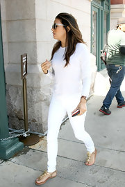 Eva Longoria styled her all-white outfit with gold floral thong sandals by Kate Spade New York.