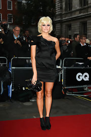 Pixie Lott sealed off her all-black look with a patent leather clutch.