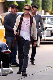 Ryan Gosling wore a comfortable pair of classic jeans as he geared up to shoot a scene for 'Gangster Squad.'