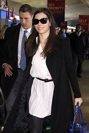Jessica Biel accessorized with a skinny black belt for some shape to her loose dress.
